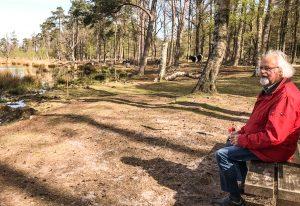Manuel Claasen in een romantisch landschap, vastgelegd door zijn vrouw.